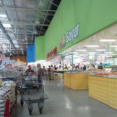 Photo taken at LotteMart Wholesale by Der R. on 6/29/2014