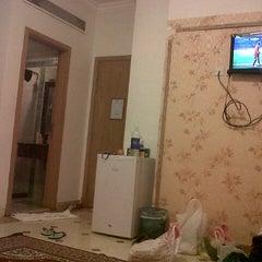 Photo taken at Hotel Al-Olayan Al-Khalil by Satriyo W. on 3/13/2013