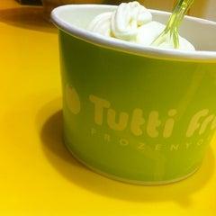Photo taken at Tutti Frutti Frozen Yogurt by sanDru H. on 3/31/2013