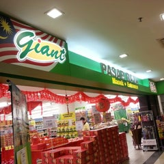 Photo taken at Giant Supermarket by wkhairiawani M. on 2/3/2013