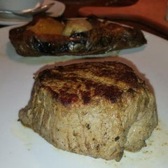 Photo taken at Outback Steakhouse by Sweetandyummie on 12/13/2015