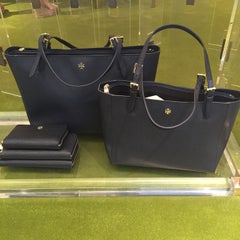 Photo taken at Tory Burch - Temporarily Closed by Adl3mi by PubliVentAs...... Sucursal Plaza Palmetos on 5/7/2015