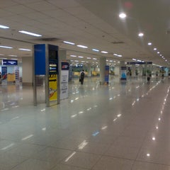 Photo taken at Ninoy Aquino International Airport (MNL) Terminal 3 by Philip Andrew on 5/29/2013