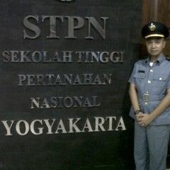 Photo taken at Sekolah Tinggi Pertanahan Nasional (STPN) by Jemmy M. on 9/26/2013