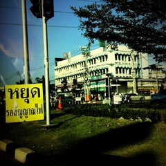 Photo taken at แยกทศกัณฐ์ (Thotsakan Intersection) by I'TAM R. on 1/18/2013