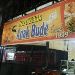 Photo taken at Nasi Uduk Anak Bude by Syafrianto D. on 3/14/2014