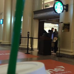 Photo taken at Starbucks by Etzelec on 4/23/2014