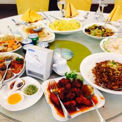 Photo taken at King Bee Chinese Restaurant by Iane S. on 5/30/2015