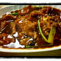 Photo taken at Geylang Lorong 9 Beef Kway Teow by jowell on 5/25/2013