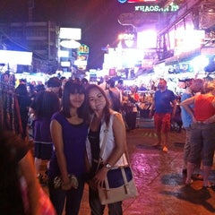Photo taken at ถนนข้าวสาร (Khao San Road) by phikun C. on 3/5/2013