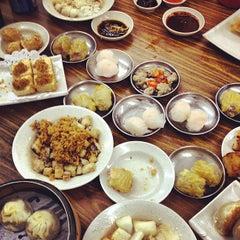 Photo taken at Swee Choon Tim Sum Restaurant 瑞春點心拉麵小籠包 by Zack L. on 1/24/2013