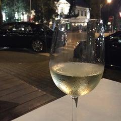Photo taken at La Terrasse @ Sofitel Metropole Hotel by Hennie T. on 5/7/2015