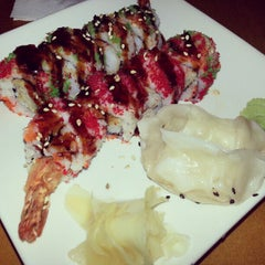 Photo taken at Japaneiro's Sushi Bistro & Latin Grill by Jody T. on 9/26/2012