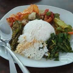 Photo taken at Pandan Bistro by Bambang S. on 5/8/2014