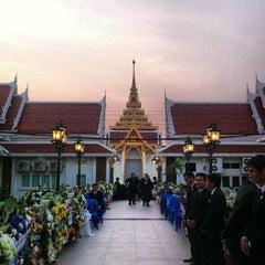 Photo taken at วัดเทพศิรินทราวาส ราชวรวิหาร (Wat Debsirin) by Nitinat S. on 2/19/2013