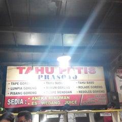 Photo taken at Tahu Petis Prasojo by Dety P. on 2/28/2015