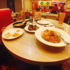 Photo taken at Pizza Hut by Fazira B. on 9/23/2015