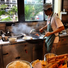 Photo taken at Took Lae Dee (ถูกและดี) by Jay B. on 11/24/2012