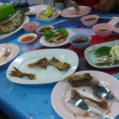 Photo taken at ไก่ย่างนายแสน คลอง 2 by ????????? ?. on 2/18/2012