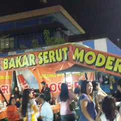 Photo taken at Jagung Bakar Serut Modern by Conveksi S. on 10/18/2014