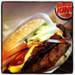 Photo taken at Burger King by QUENTIN V. on 10/29/2013
