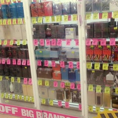 Photo taken at Chemist Warehouse by Damia H. on 5/2/2014