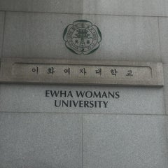 Photo taken at 이화여자대학교 후문 (Ewha Womans University Back Gate) by wd on 9/5/2015