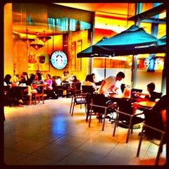 Photo taken at Starbucks (สตาร์บัคส์) by Poppaps P. on 10/25/2012