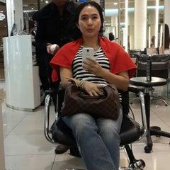 Photo taken at IRWANTEAM Hairdesign by Dian 🌸 on 12/31/2014