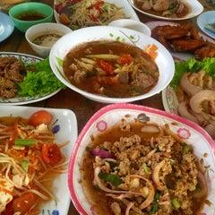 Photo taken at ร้านส้มตำภูไท by To3i :. on 5/8/2015