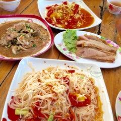 Photo taken at ร้านส้มตำภูไท by To3i :. on 4/29/2015