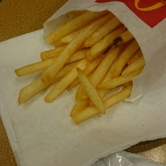 Photo taken at McDonald's by Eric W. on 11/29/2014