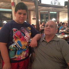 Photo taken at Joe's Crab Shack by Mariaeugenia A. on 11/15/2014