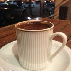 Photo taken at Cafè Liwan | قهوة ليوان by Fahad on 4/24/2013