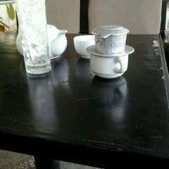 Photo taken at Cafe Nhật Nguyệt by Nem Nũng Nịu on 5/14/2012