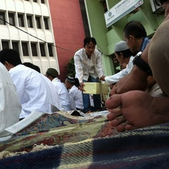 Photo taken at Masjid Al Furqan (Pusat Dewan Dakwah Indonesia) by Obay M. on 8/18/2012