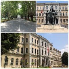 Photo taken at İstanbul Üniversitesi Rektörlüğü by Bora on 7/25/2012
