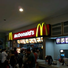 Photo taken at McDonald's by Reginaldo V. on 7/7/2012