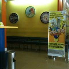 Photo taken at Galeri Indosat by Agung D. on 5/8/2012