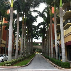 Photo taken at Shops at Merrick Park by Bryce on 8/15/2012