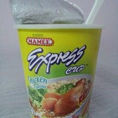 Photo taken at 7-Eleven by Waijye L. on 5/9/2012