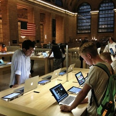 Photo taken at Apple Store, Grand Central by Morten B. on 7/20/2013
