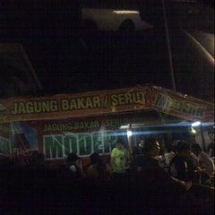Photo taken at Jagung Bakar Serut Modern by Rizki F. on 1/7/2014