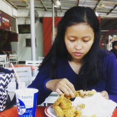 Photo taken at KFC / KFC Coffee by Vany R. on 7/25/2015