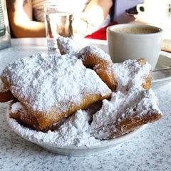 Photo taken at Café du Monde by Troy P. on 7/30/2014