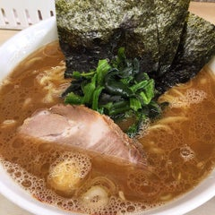 Photo taken at 横浜ラーメン町田家 町田本店 by uchippo on 4/16/2015