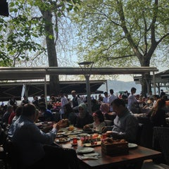 Photo taken at Emirgan Sütiş by Bedii D. on 4/28/2013