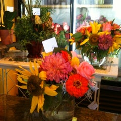 Photo taken at Flower Flour by Vickie C. on 8/7/2012