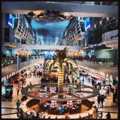 Photo taken at Terminal 1 المبنى by Abdullah Y. on 4/7/2013