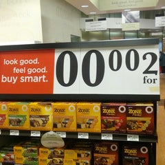 Photo taken at Giant Eagle Supermarket by Mark M. on 1/10/2013